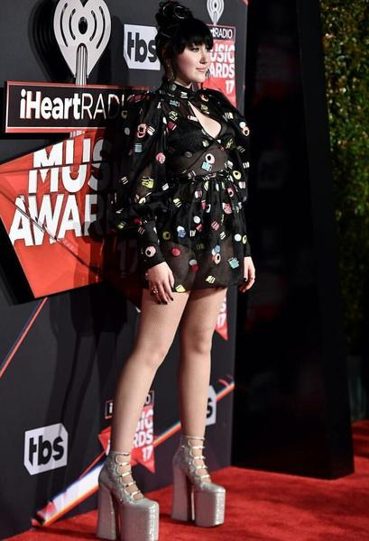 Фото №1 - Смотри, как младшая сестричка Майли Сайрус зажгла на iHeartRadio Music Awards