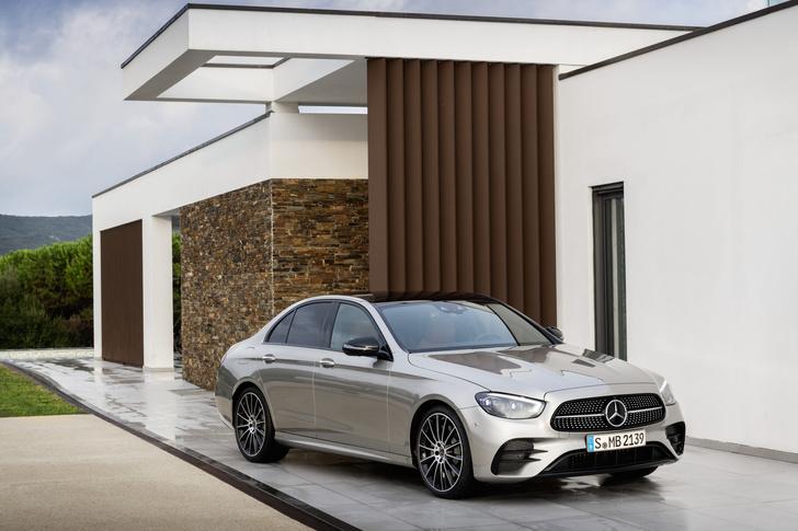 Фото №2 - Обновленный Mercedes-Benz E-класса оказался дороже BMW