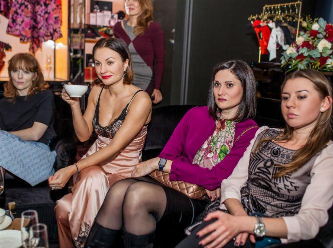 Фото №2 - Звезды и редакция Marie Claire на девичнике в бутике Agent Provocateur