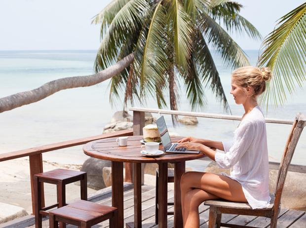 Фото №4 - Как поступить, если вас просят работать во время отпуска?