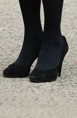 Фото №3 - Почему герцогиня Кейт носит обувь разных размеров