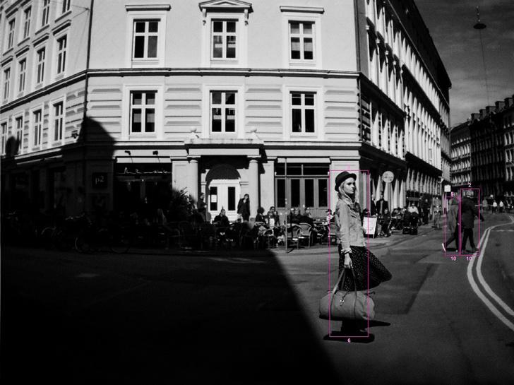 Фото №1 - Первая выставка фотографий, сделанных автомобилем