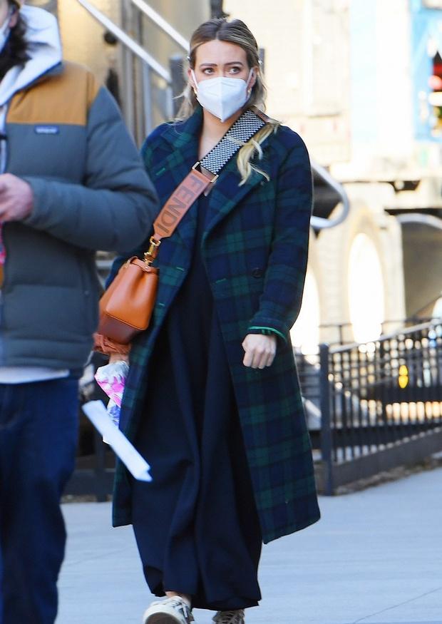 Запахло весной: меняем пуховик на стильное клетчатое пальто