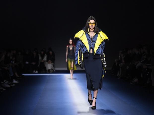 Фото №37 - Fashion director notes: сильный ход Versace