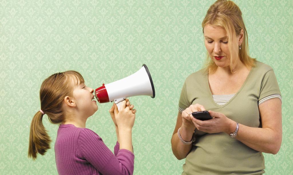 «Ребенок не дает говорить по телефону— как отучить?»