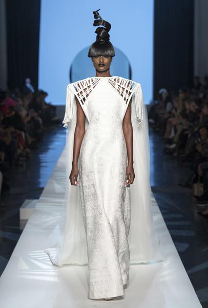 Фото №36 - 35 идей свадебных платьев с подиумов Недели высокой моды в Париже