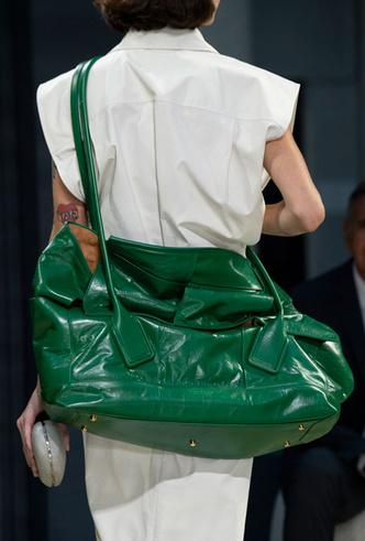 Фото №28 - Самые модные сумки весны и лета 2020