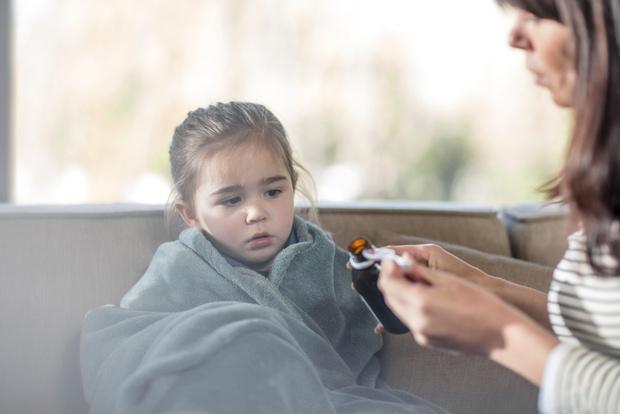 Фото №1 - Вреден и любит прохладу: 10 мифов о детском кашле