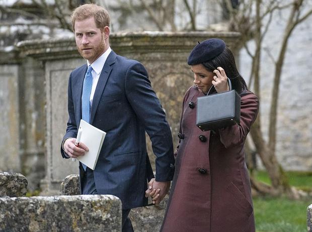 Фото №1 - Принц Гарри и Меган Маркл на крестинах дочери Зары Тиндолл