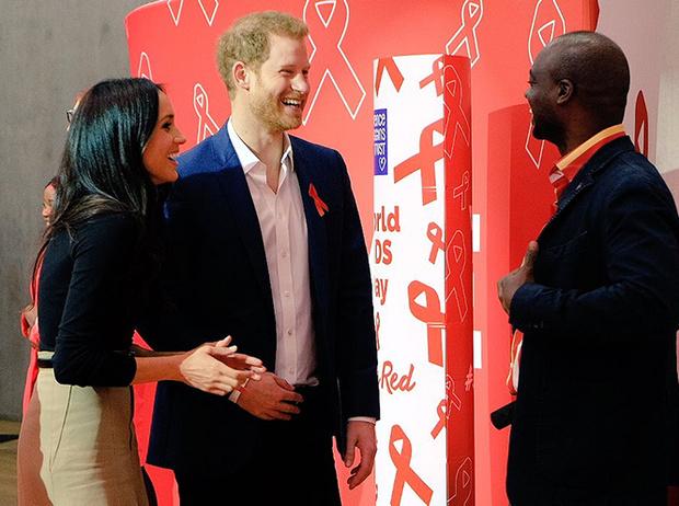 Фото №9 - Меган Маркл и принц Гарри начали свой тур по Великобритании