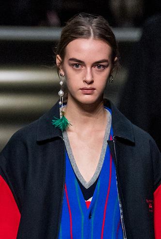 Фото №15 - Серьги с претензией: что такое statement earrings и почему они вам нужны