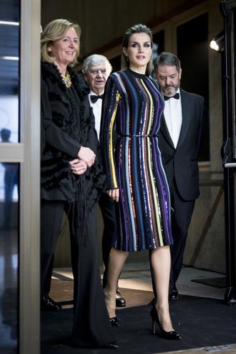 Фото №25 - Блеск Короны: как монаршие особы носят сверкающие пайетки