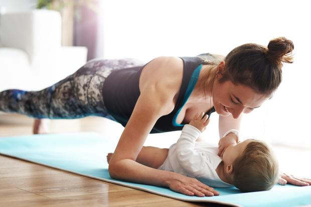 спорт после родов кормящей маме, тренировки, фитнес, после родов, лактация