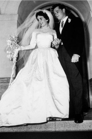 Элизабет и Конрад Хилтон.