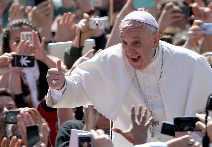 Фото №1 - Папа римский назвал скотч «настоящей святой водой», но Ватикан воспротивился
