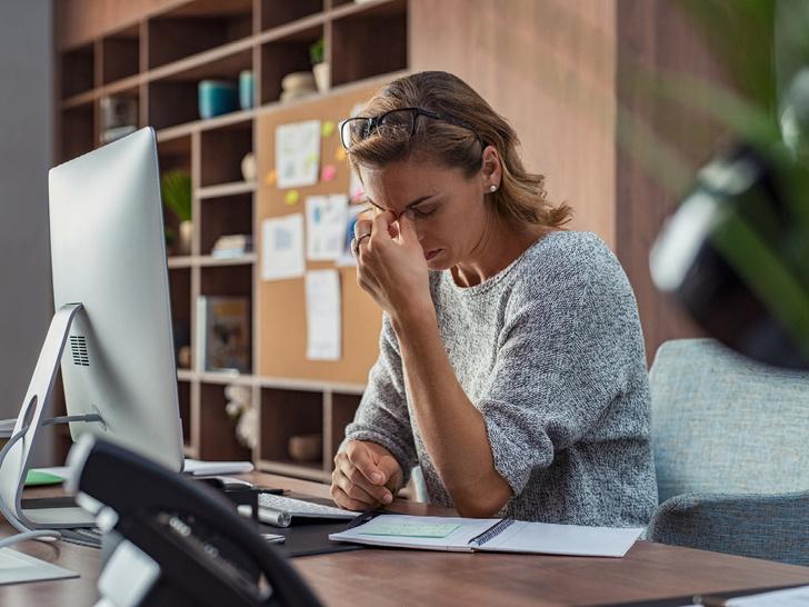Фото №2 - Тревожные звоночки: 8 признаков того, что вас скоро могут уволить