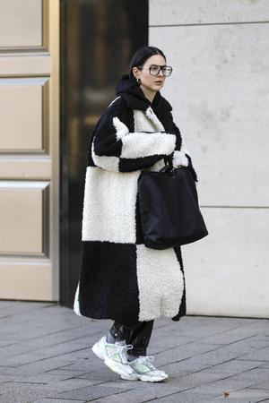 Фото №4 - Модная партия: как носить шахматный принт