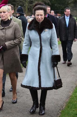Фото №4 - От Королевы до герцогини Кейт: как королевские особы носят мех