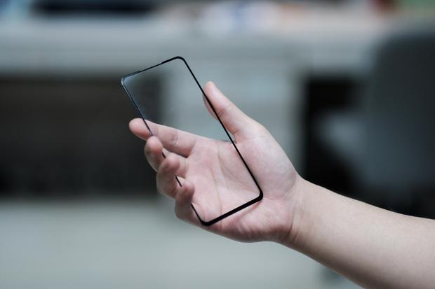 Как наклеить защитное стекло на телефон в домашних условиях, инструкция