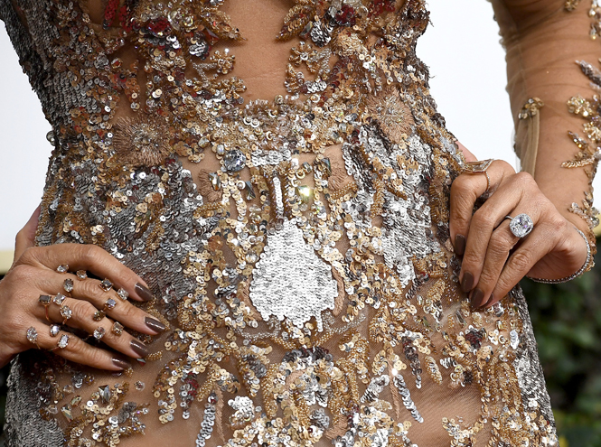 Фото №22 - Бриллианты «Золотого глобуса»: самые потрясающие украшения звезд