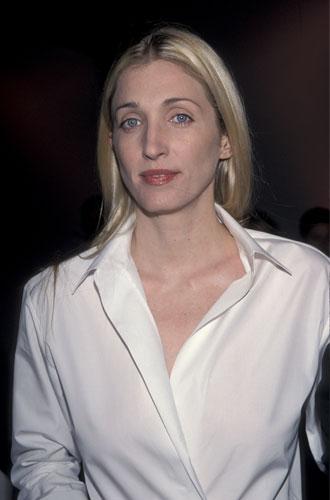 Фото №2 - Правила стиля Кэролин Бессетт-Кеннеди: безупречный минимализм из 90-х