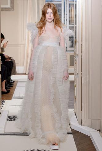 Фото №34 - 35 идей свадебных платьев с подиумов Недели высокой моды в Париже