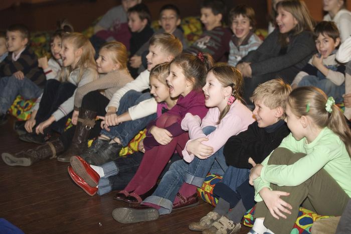 Фото №2 - Театр «Кураж» дарит маленьким зрителям «День в театре»