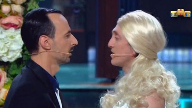 Фото №1 - Комик Дорохов в стендапе поцеловал коллегу в губы, а Госдума посчитала это гей-пропагандой