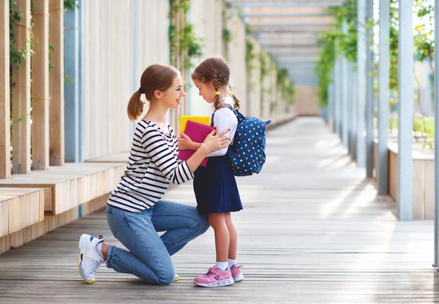 Фото №1 - Что делать родителям, если в школе с них требуют деньги