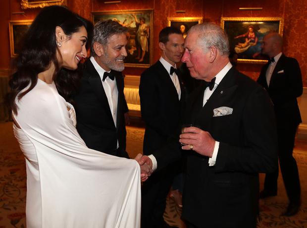 Фото №2 - Как Джордж и Амаль Клуни становятся близкими друзьями Виндзоров