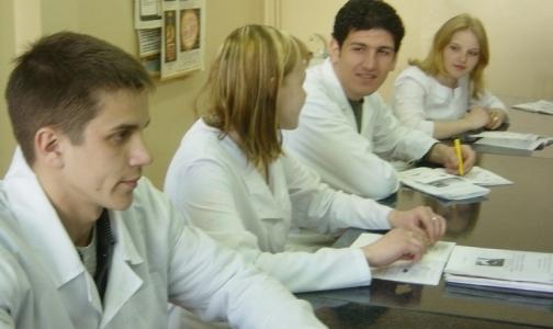 Фото №1 - Выпускники медвузов, учившиеся по целевому набору, заплатят за свободу