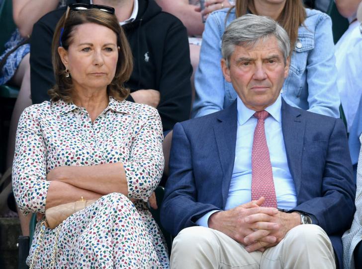 Фото №1 - Почему родителей герцогини Кейт больше не приглашают на важные события