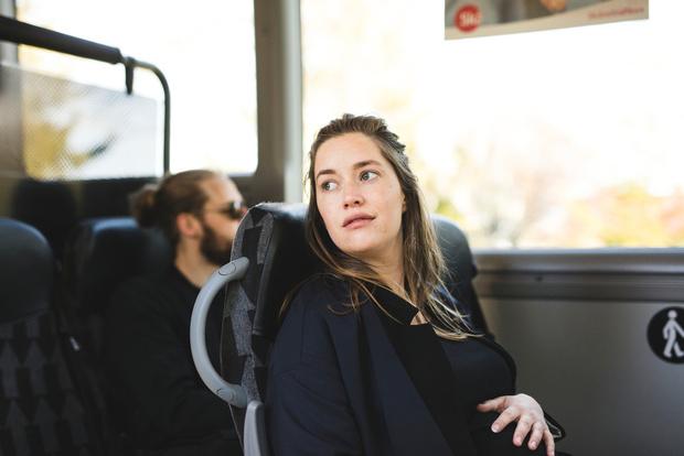 Не уступают место беременной в транспорте