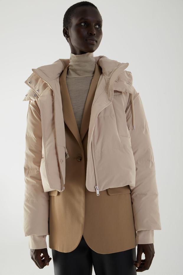 Фото №2 - White fall: гибридный пуховик Cos, который заменит три вида верхней одежды