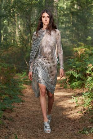Фото №48 - Полный гид по самым модным платьям для весны и лета 2021