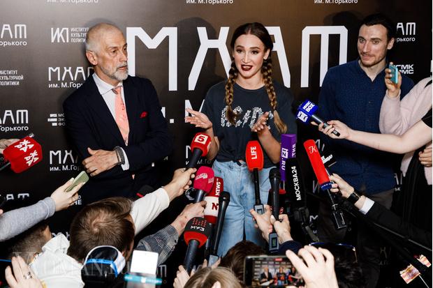 Фото №4 - Никита Михалков предложил Бузовой работать билетершей в театре вместо того, чтобы играть на сцене