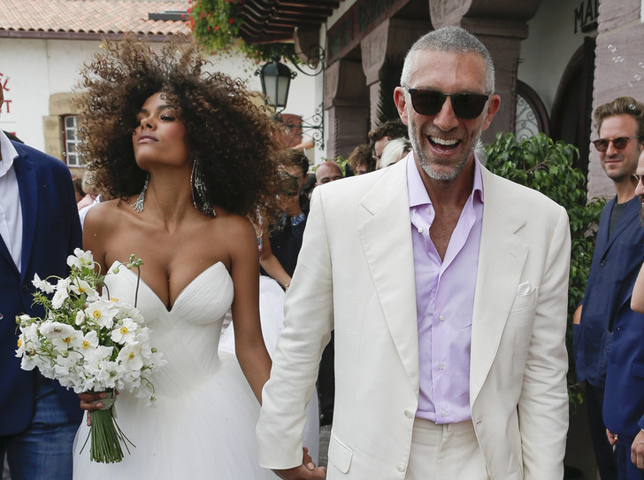 Фото №1 - Свершилось: Венсан Кассель и Тина Кунаки сыграли свадьбу