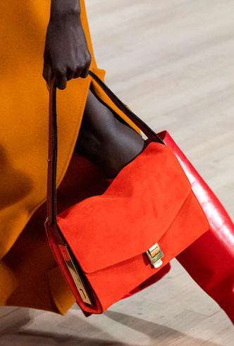 Фото №27 - Самые модные сумки весны и лета 2020