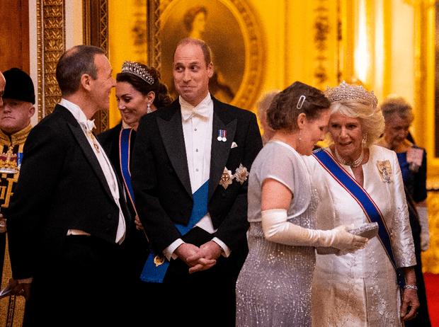 Фото №5 - Выход будущей королевы: герцогиня Кейт в эффектном образе на приеме в Букингемском дворце