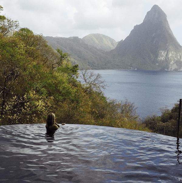 Фото №8 - Звездный Instagram: Отвисаем у бассейна