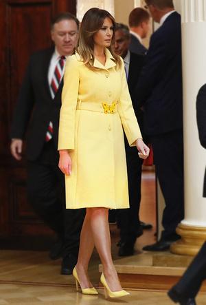 Фото №4 - Цвет силы: как Мелания Трамп, Меган Маркл и другие успешные женщины вводят в моду желтые платья