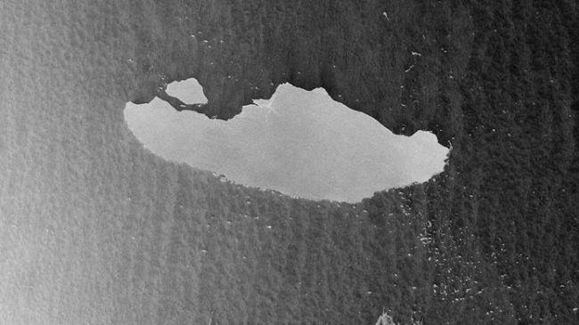 Фото №1 - Самый большой в мире айсберг начал разрушаться