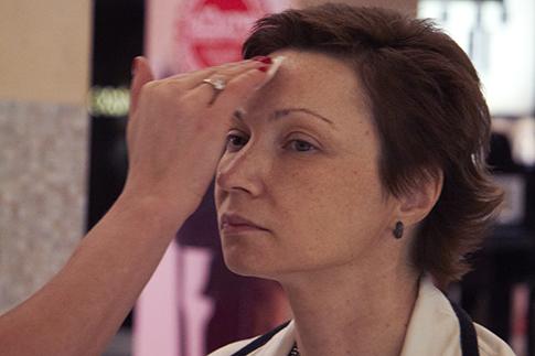 Фото №3 - Как сделать дневной макияж: мастер-класс Bobbi Brown