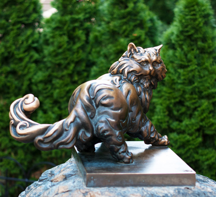 Фото №9 - Короли улиц: 9 памятников кошкам