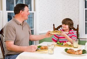 Фото №1 - Дети толстеют по примеру родителей
