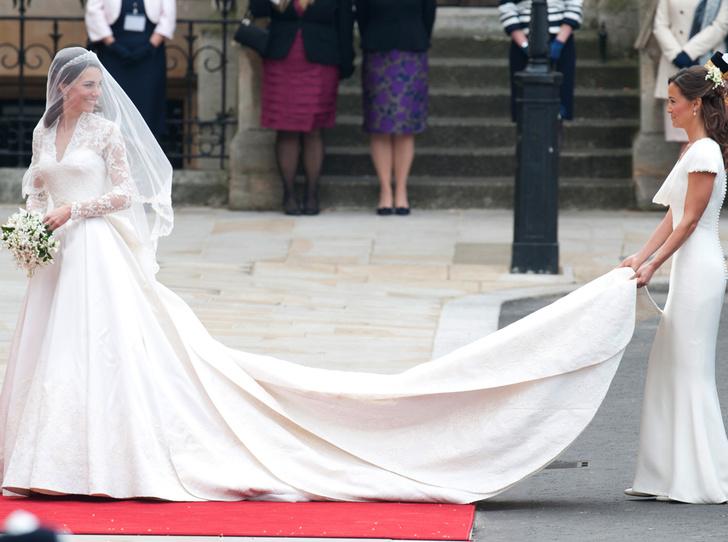Фото №4 - Без церемоний: как Карл Лагерфельд провоцировал британских монархов