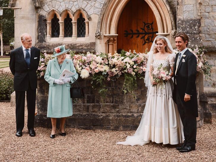 Фото №4 - На особом положении: почему королева относится к принцессам Беатрис и Евгении иначе, чем к другим своим внукам