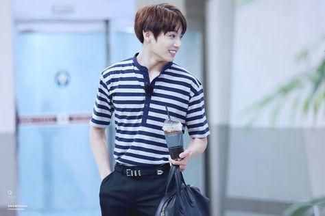 Фото №24 - BTS fashion looks: учимся одевать своего парня в стиле любимых айдолов