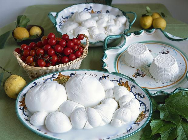 Фото №1 - 5 диетических блюд с рикоттой и моцареллой для тонкой талии