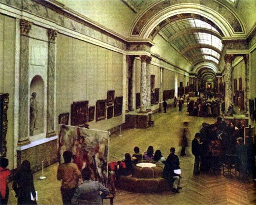 Фото №4 - Лувр снизу вверх